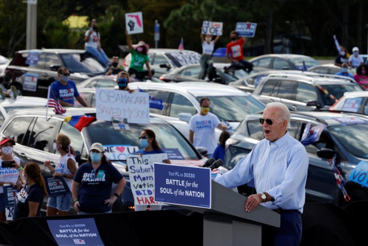 Ứng viên Đảng Dân chủ Biden phát biểu tại sự kiện tranh cử ở Coconut Creek, Florida ngày 29/10. Ảnh: Reuters