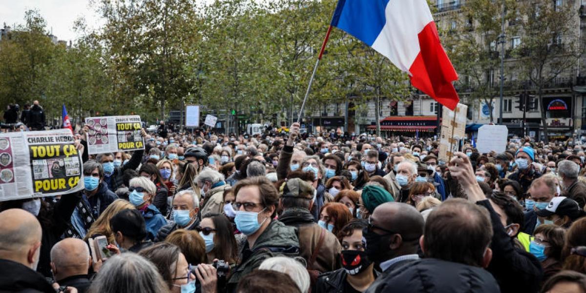 Người dân Pháp tập trung tại Quảng trường cộng hòa ở Thủ đô Paris để tưởng niệm nạn nhân.