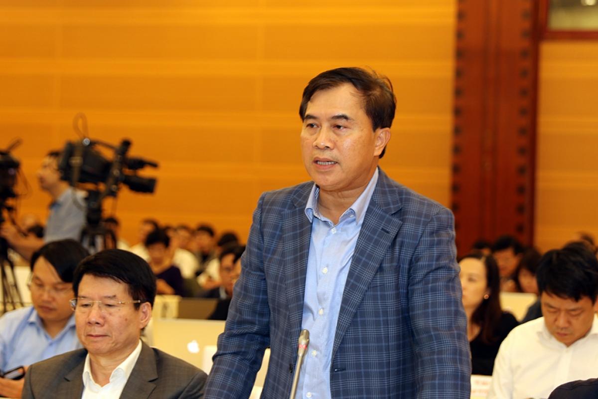 Thứ trưởng Bộ Xây dựng Lê Quang Hùng trả lời câu hỏi của phóng viên.