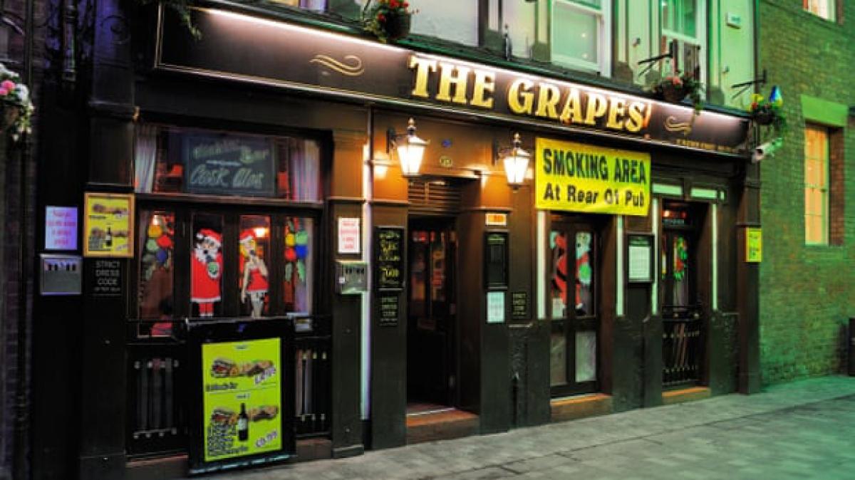 Các quán bar ở Đông bắc nước Anh sẽ bị đóng cửa. (Ảnh: The Guardian)