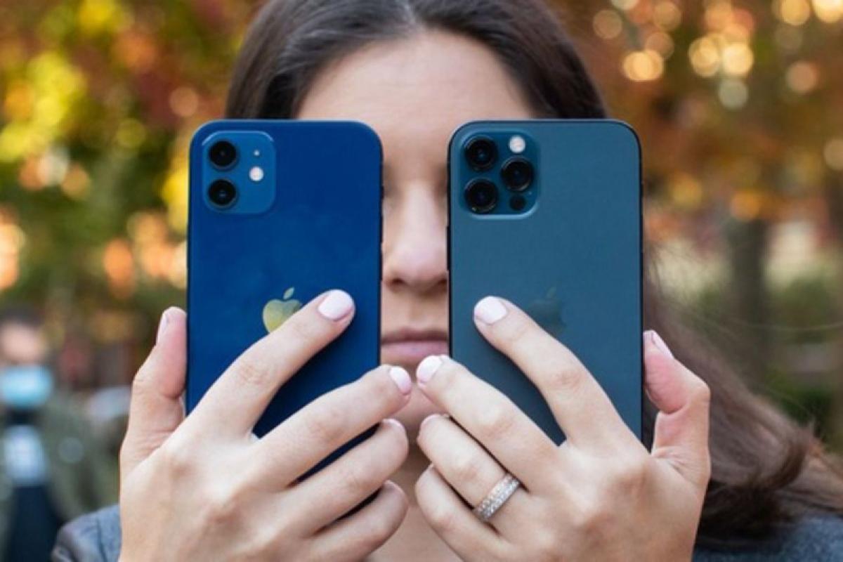 iPhone 12 chỉ có 2 camera sau, trong khi iPhone 12 Pro có 3 camera và thêm cảm biến LiDAR