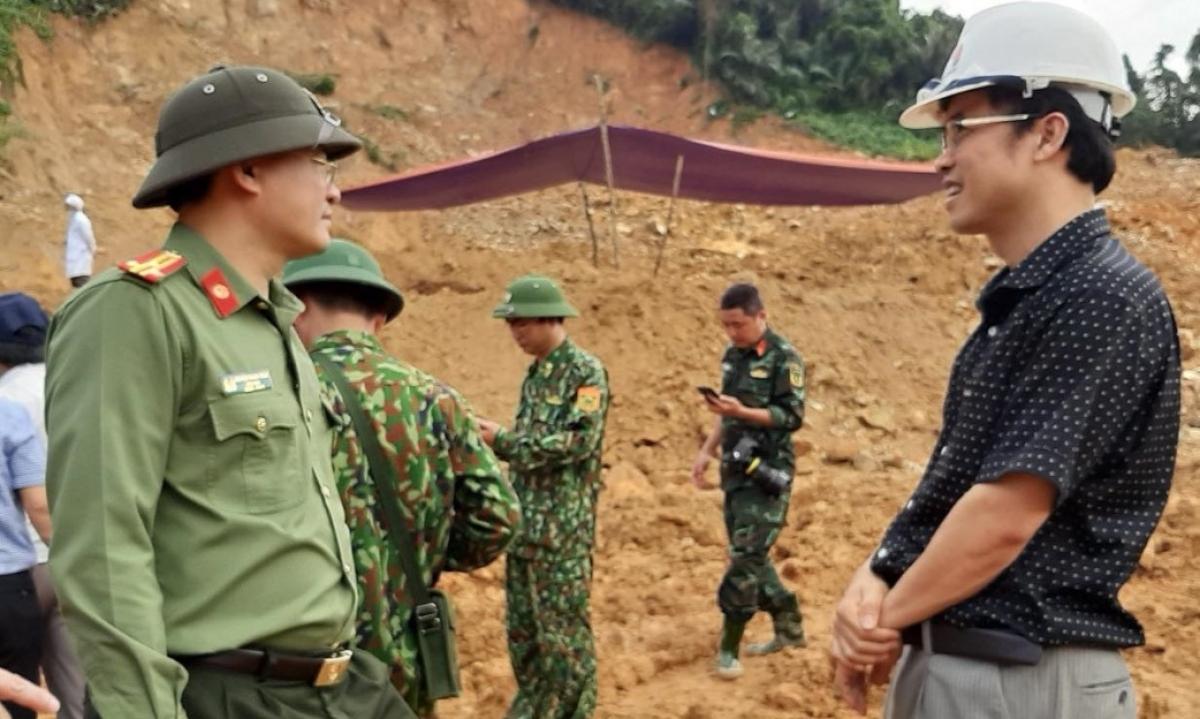 Lực lượng tìm kiếm nạn nhân mất tích tại thủy điện Rào Trăng.