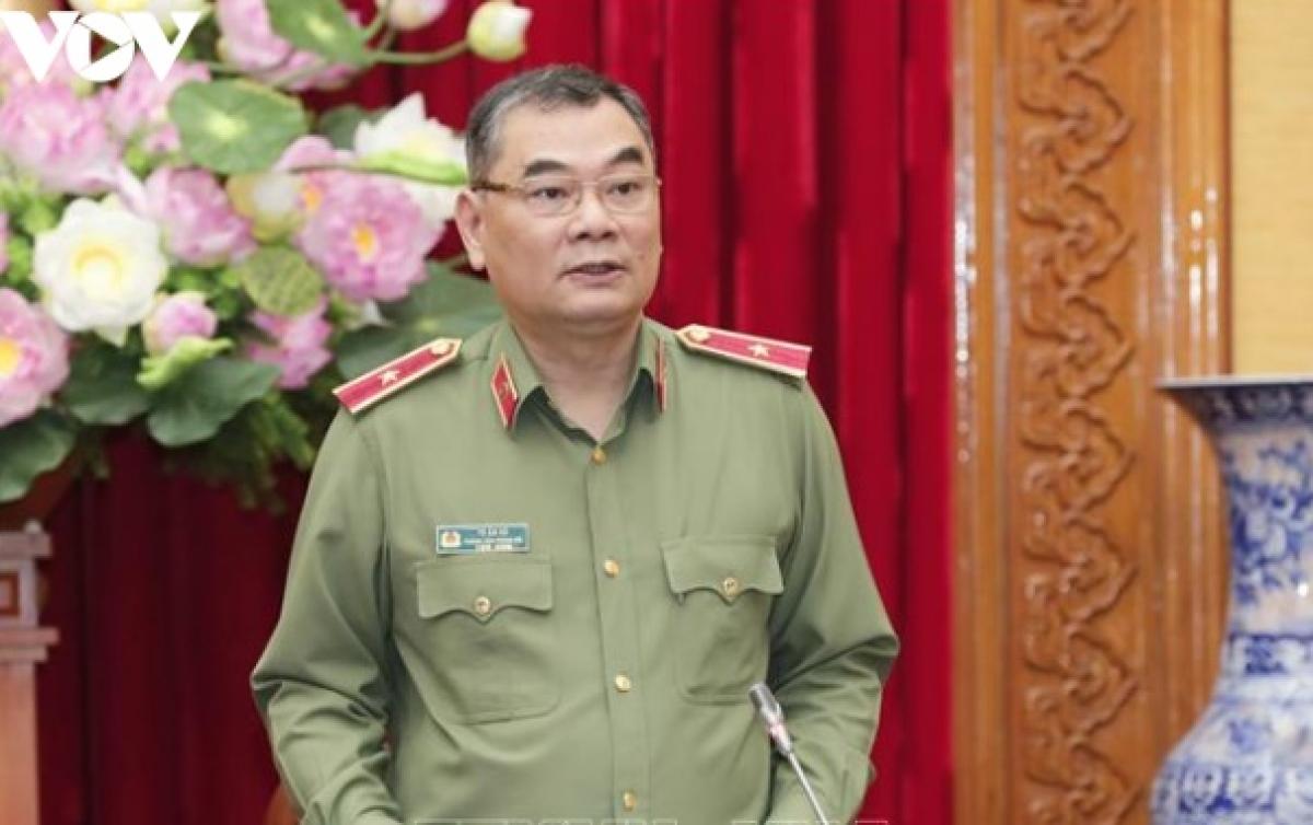 Thiếu tướng Tô Ân Xô, Chánh Văn phòng Bộ Công an thông tin tại cuộc họp báo. (Ảnh: Trọng Phú)