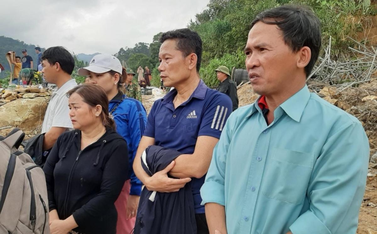 Người nhà nạn nhân mất tích đã đến ngóng đợi tại khu vực tìm kiếm thủy điện Rào Trăng 3.