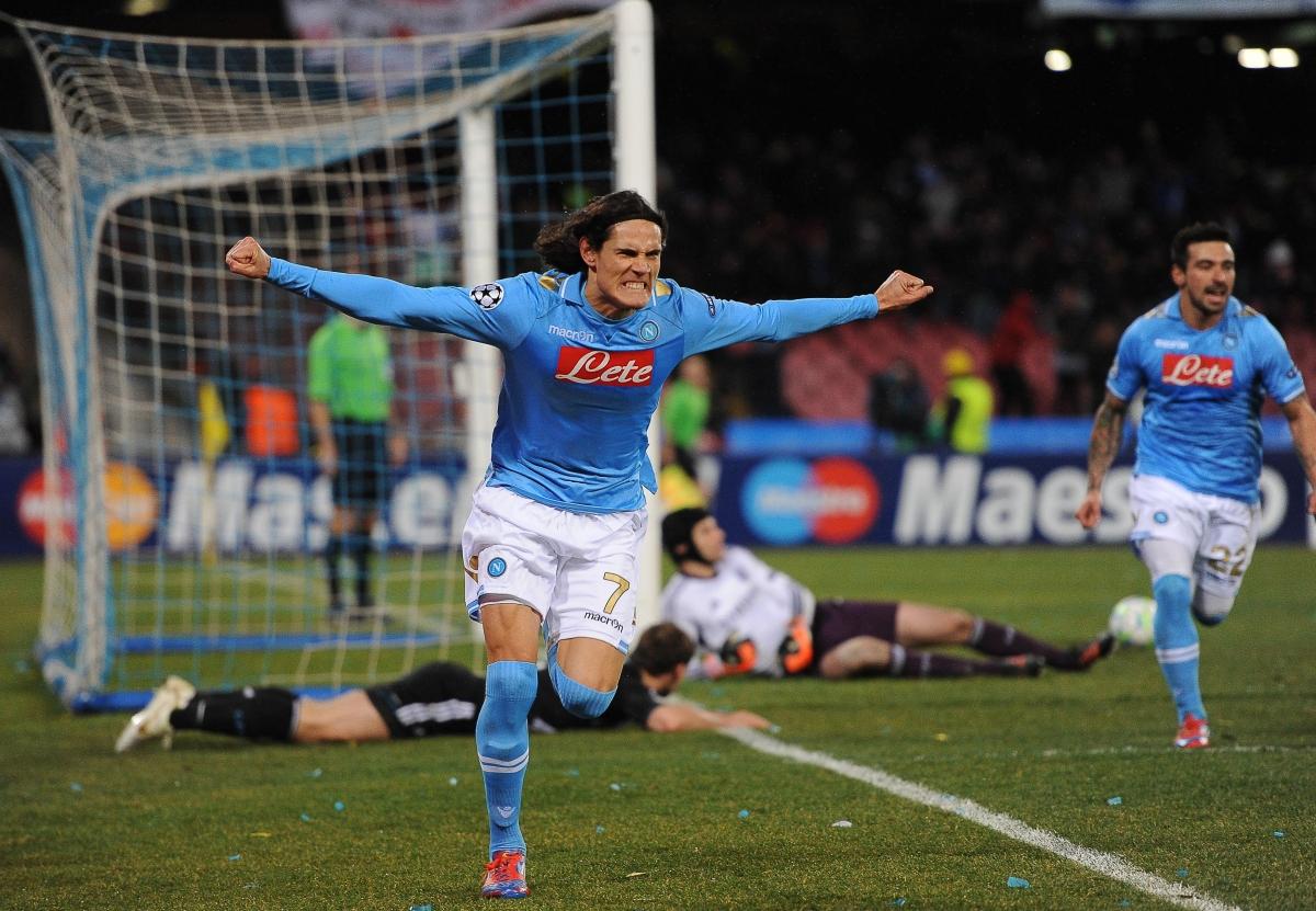 Cavani thành danh cùng chiếc áo số 7 tại Napoli. (Ảnh: Getty)