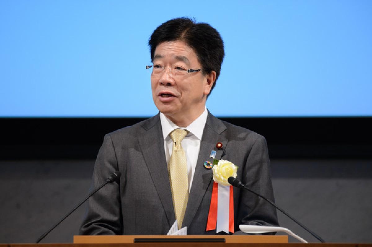 Chánh văn phòng Nội các Nhật Bản Kato Katsunobu. Ảnh: Zimbio