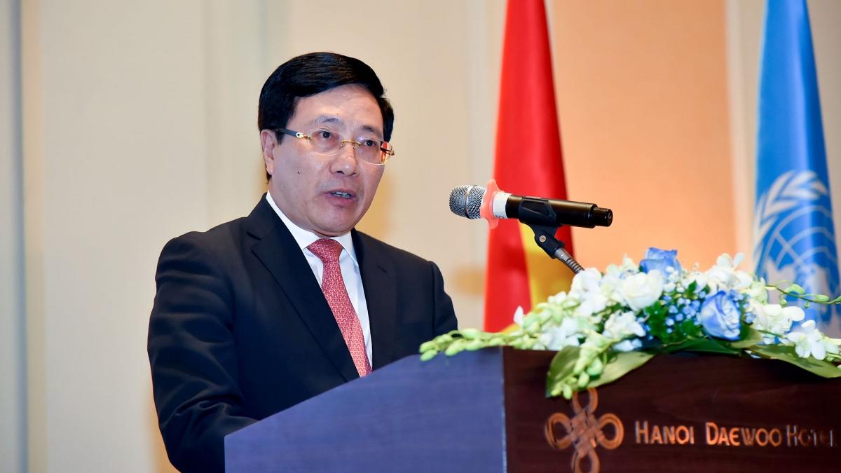 Phó Thủ tướng, Bộ trưởng Ngoại giao Phạm Bình Minh phát biểu tại buổi chiêu đãi.