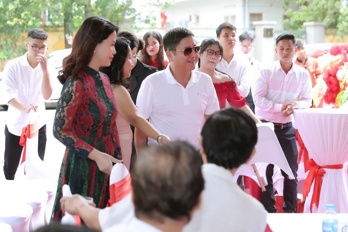 NSƯT Chí Trung và bạn gái nhận được nhiều sự chú ý khi cùng tham dự một sự kiện vào cuối tuần qua tại Hà Nội.