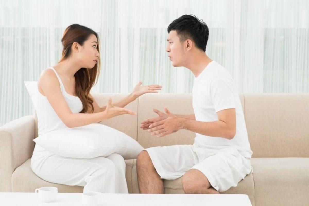 Người vợ cố gắng giải thích nhưng anh chồng luôn bỏ ngoài tai ( Ảnh minh họa)