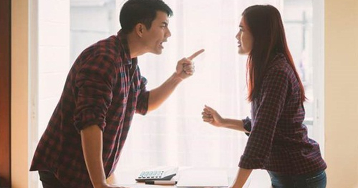 Tính toán chi li từng đồng với chính người nhà, thật không xứng mặt đàn ông ( Ảnh minh họa)