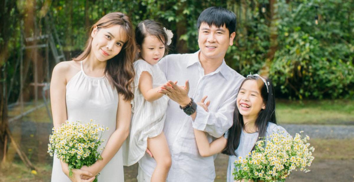 Thực tế đã chứng minh rằng gia đình 2 con gái sẽ hạnh phúc hơn, thành công hơn. Ảnh minh họa.