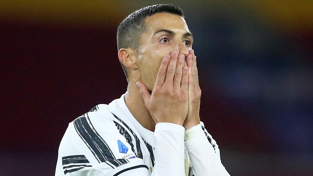 Cristiano Ronaldo vẫn chưa khỏi Covid-19. (Ảnh: Sky Sports)