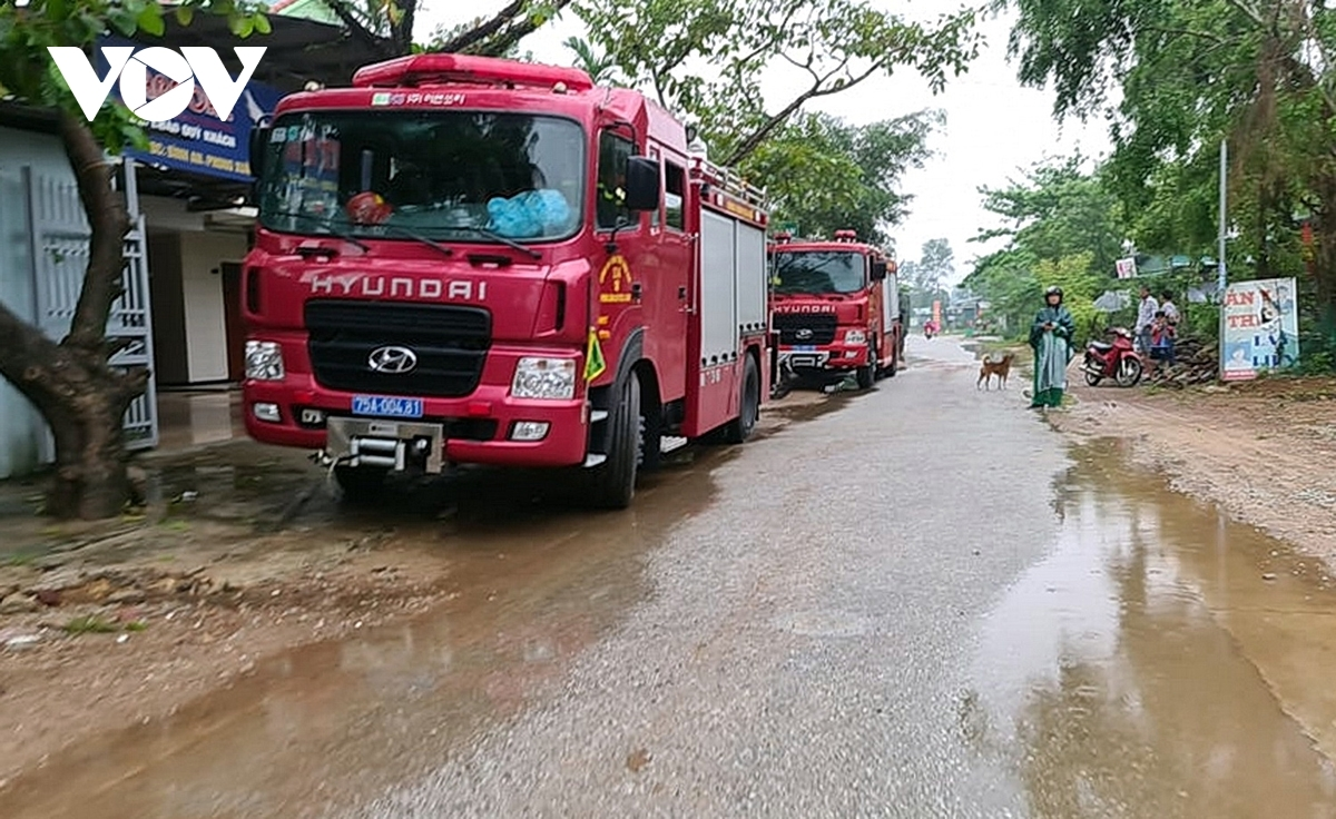 Military forces are mobilized to rescue the victims of the landslide
