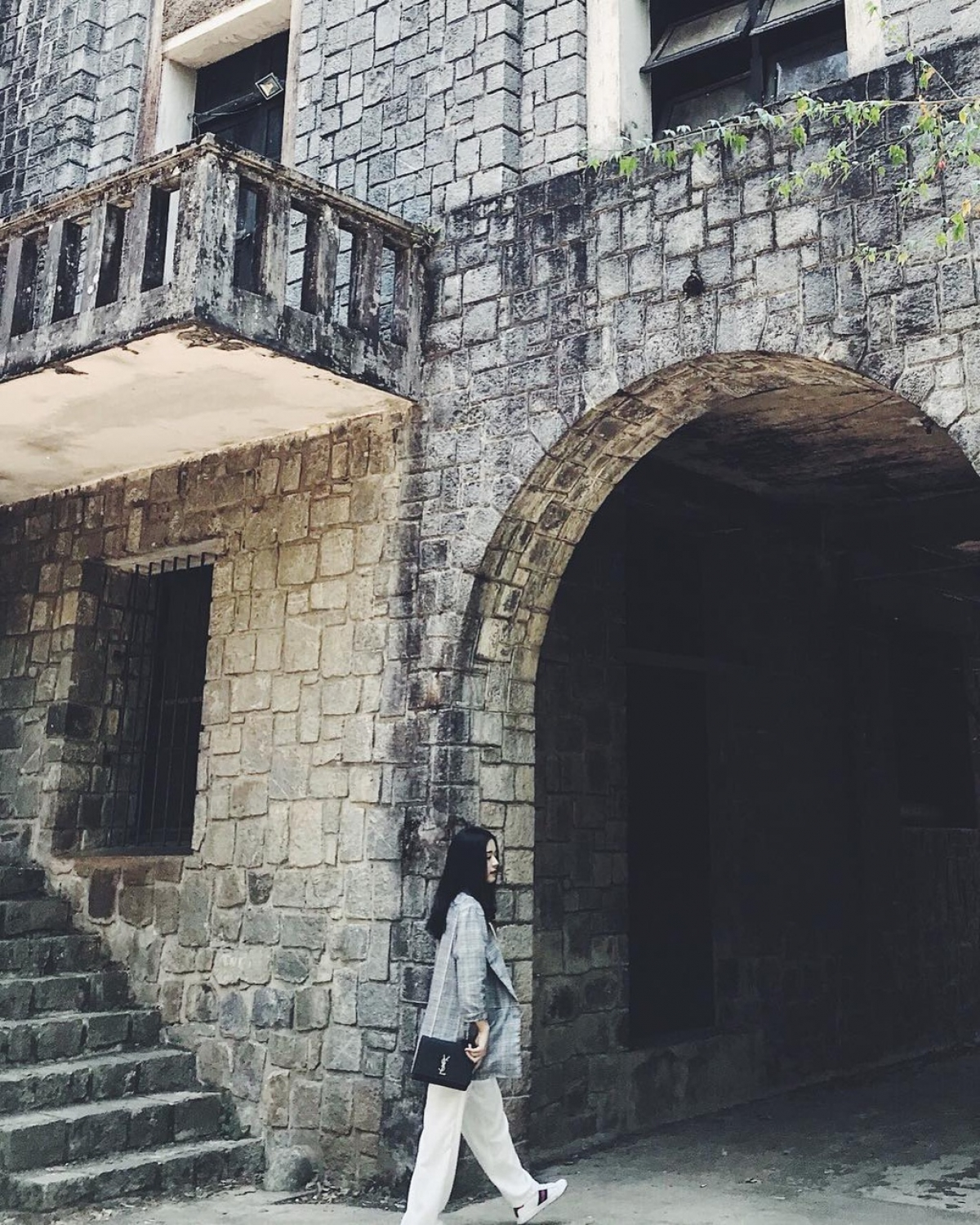 It appears like a castle from old Western movies, with every inch of the building making guests imagine magical stories. (Photo: Nhu.nhuchan)