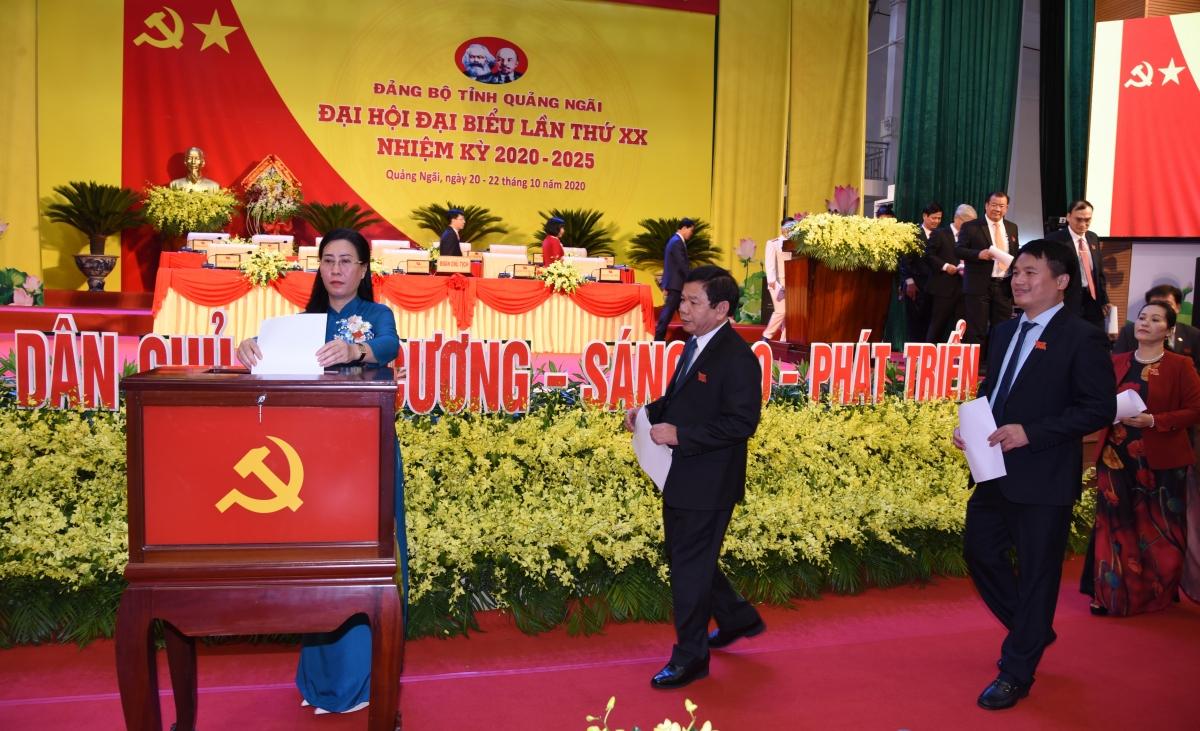 Bà Bùi Thị Quỳnh Vân và các đại biểu bỏ phiếu tại Đại hội