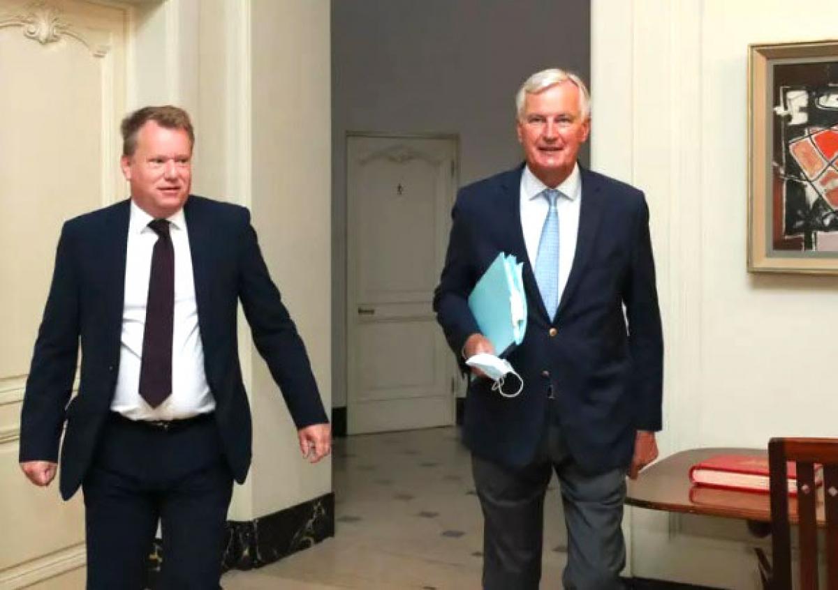Trưởng đoàn đàm phán Anh David Frost (trái) và nhà đàm phán Brexit của EU Michel Barnier. (Ảnh: KT)