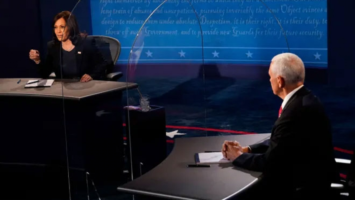 Hai ứng viên Phó Tổng thống tranh luận qua vách ngăn 2 lớp để ngừa Covid-19 (Ảnh: US Today)