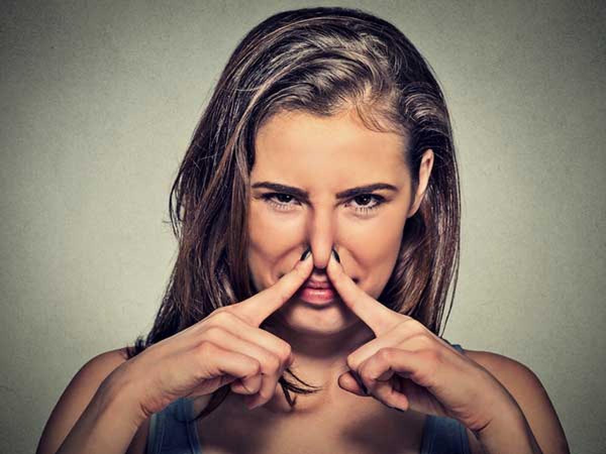 Hôi miệng: Hôi miệng có thể là một dấu hiệu sinh học chỉ định lượng glucose trong máu cao. Nguyên nhân gây hiện tượng này là sự bài tiết ketones ở gan. Điều này xảy ra khi cơ thể không thể sử dụng glucose để tạo năng lượng, do đó phải lấy năng lượng từ các chất béo.