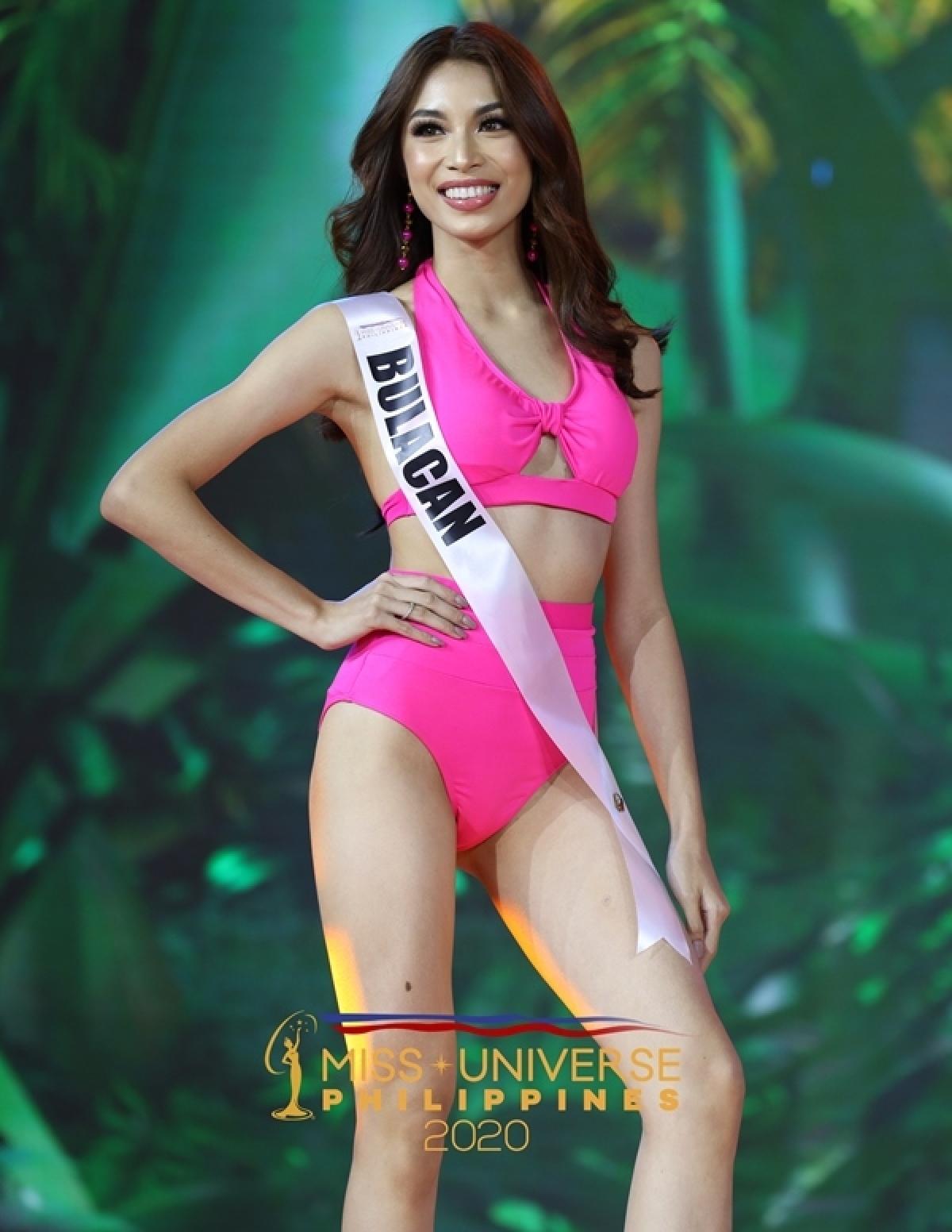 Dianella Louise Loya, 20 tuổi, là đại diện tỉnh Bulacan.
