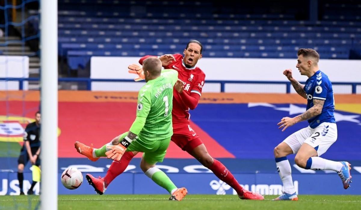 Cuộc đọ sức với Ajax ở Champions League đêm nay sẽ là trận đầu tiên mà Liverpool không có sự phục vụ của trung vệ Virgil Van Dijk sau khi trung vệ người Hà Lan dính chấn thương nặng ở trận gặp Everton. (Ảnh: Getty).