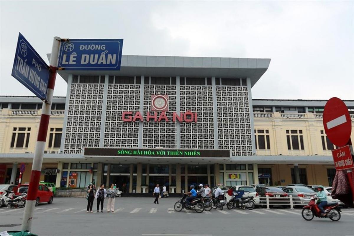 Vào lúc 8h00 ngày 01/10 ga Hà Nội bắt đầu mở bán vé tất cả các đoàn tàu khách tuyến thống nhất Hà Nội – TP Hồ Chí Minh cho hành khách có ngày đi tàu từ 28/1/2021 đến 28/2/2021.
