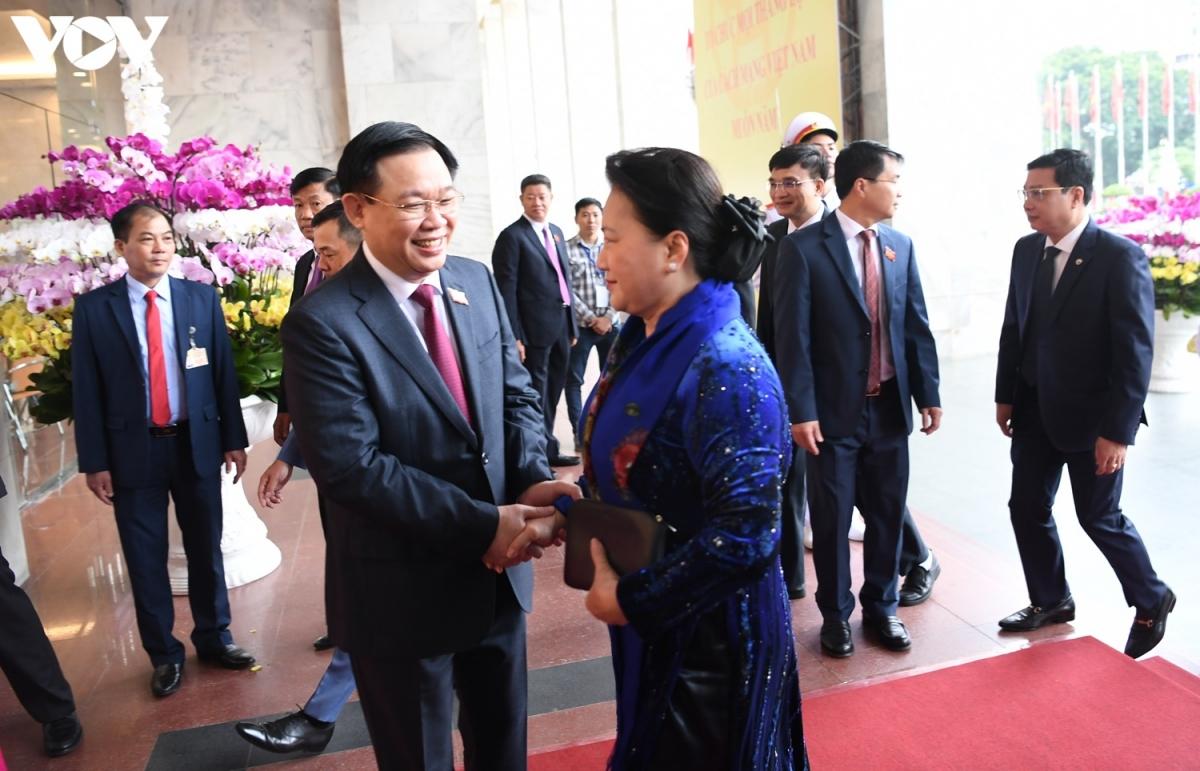 Bí thư Thành ủy Hà Nội Vương Đình Huệ chào mừng Chủ tịch Quốc hội Nguyễn Thị Kim Ngân đến tham dự đại hội.