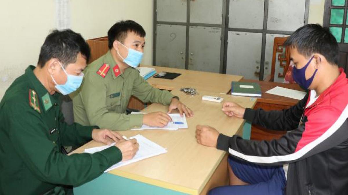 Nguyễn Văn Hùng tại cơ quan điều tra. (Ảnh: CAHT)