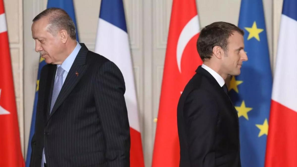 Tổng thống Thổ Nhĩ Kỳ Erdogan (trái) và Tổng thống Pháp Macron. Ảnh: France 24