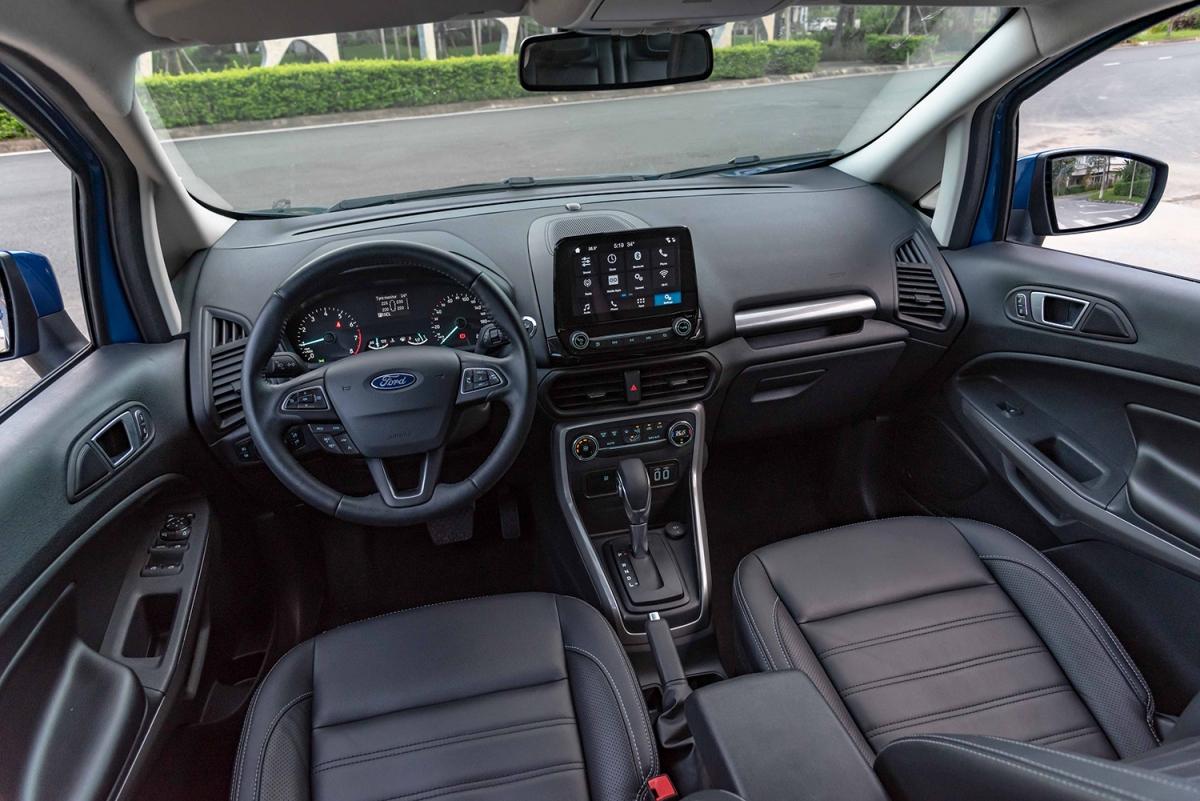 Nội thất xe mang phong cách tập trung vào người lái.