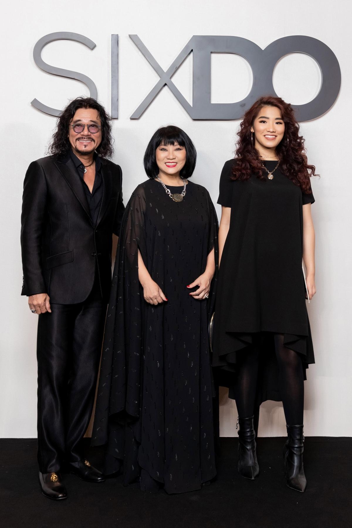 Tối 24/10, NTK Đỗ Mạnh Cường chính thức mang đến show diễn hoành tráng ra mắt BST đầu tiên của thương hiệu thời trang SIXDO, đồng hành cùng anh là doanh nhân CEO Phạm Huy Cận.