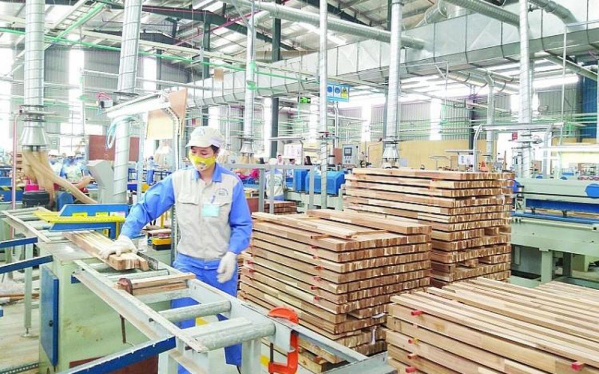 """Tình trạng """"núp bóng"""" doanh nghiệp sẽ khiến nguy cơ dòng chảy xuất khẩu gỗ của Việt Nam vào nhiều thị trường lớn bị ngưng trệ. (Ảnh minh họa: KT)"""