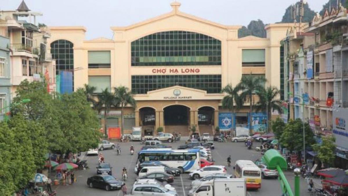 Khu vực chợ Hạ Long I, nơi Nguyễn Tuấn Điệp bị cơ quan chức năng bắt quả tang nhận tiền của doanh nghiệp.