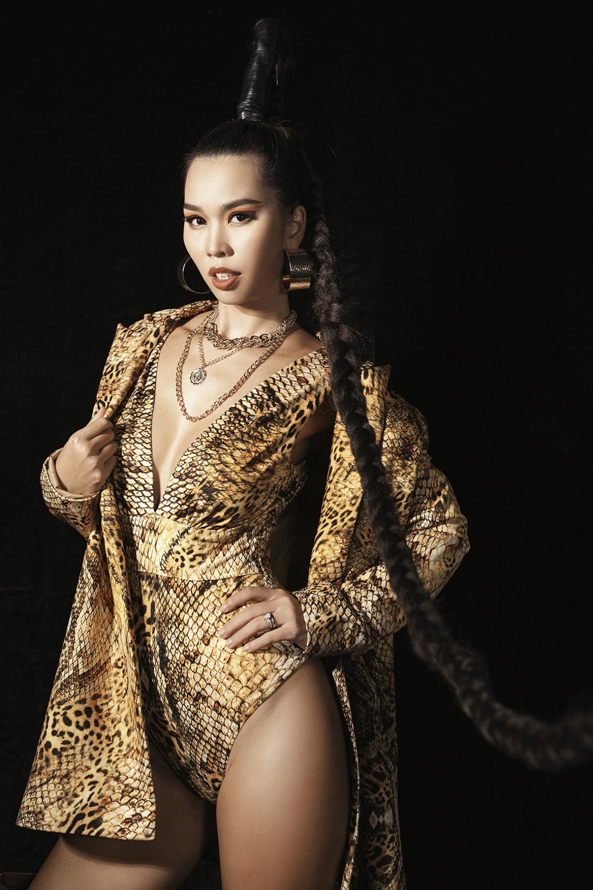 Siêu mẫu Hà Anh.
