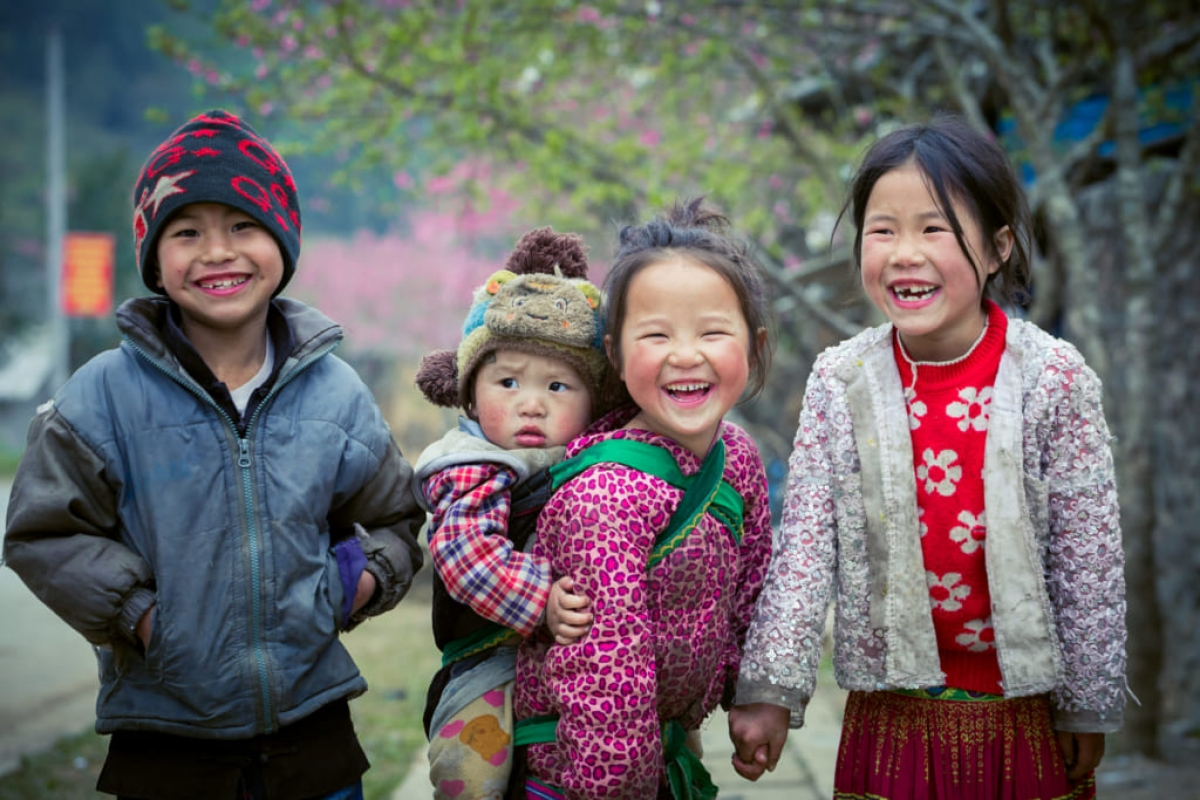 The innocent nature of children in Ha Giang province impresses many passers-by.