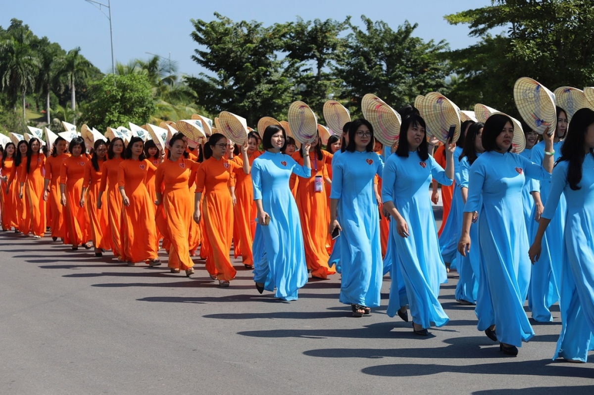Over 2,000 women take part in a street parade in Ha Long city proudly wearing an Ao Dai.