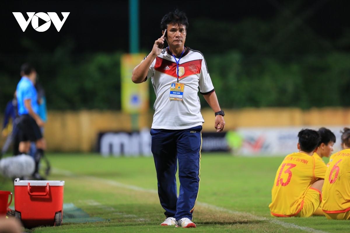 HLV Nguyễn Thế Cường bị cấm tham gia các hoạt động bóng đá do VFF tổ chức trong 5 năm. (Ảnh: Hoài Thu)
