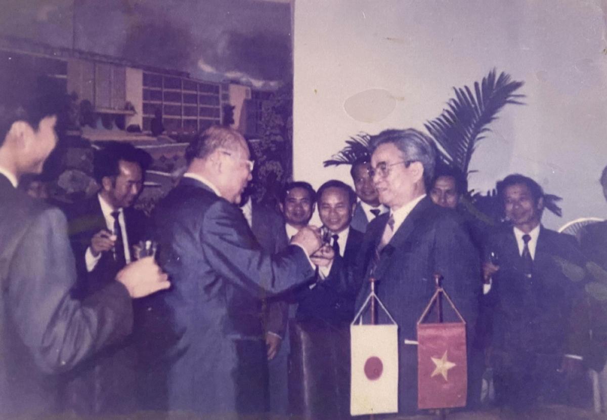 Kỹ sư Trần Tuấn Thanh ký kết văn bản hợp tác với hãng Si-rô-ky (Nhật Bản)