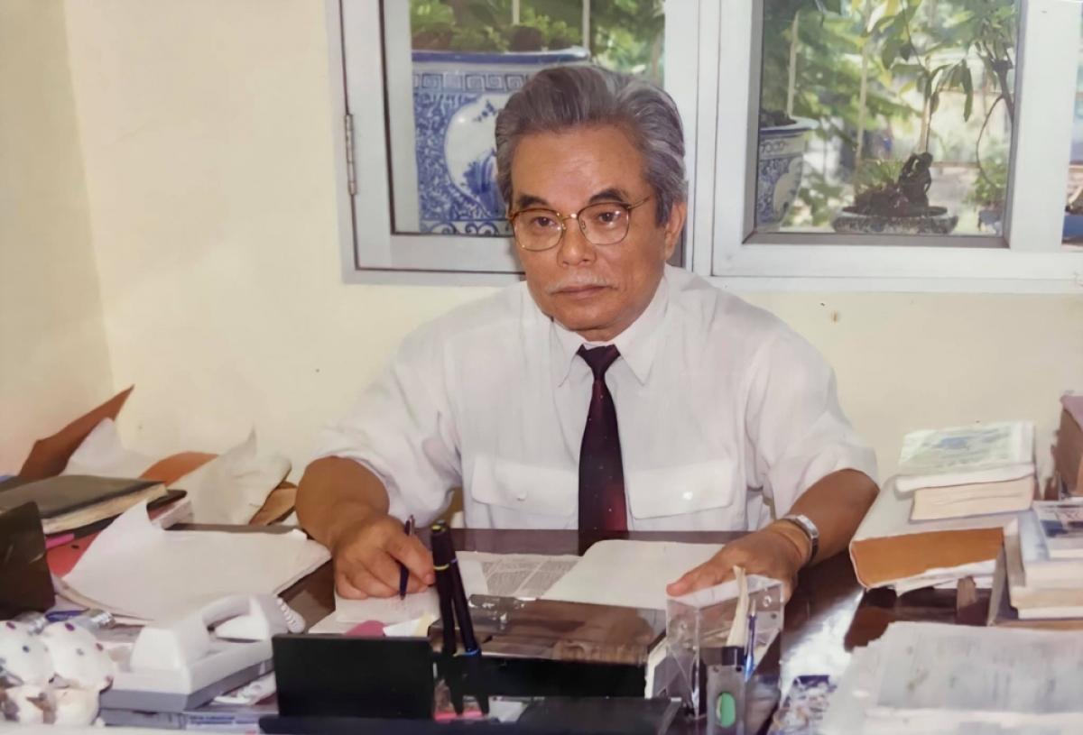 Anh hùng lao động: Phó Giáo sư-kỹ sư Trần Tuấn Thanh (Giám đốc đầu tiên Trung tâm cơ khí chính xác- Đại học Bách khoa Hà Nội)