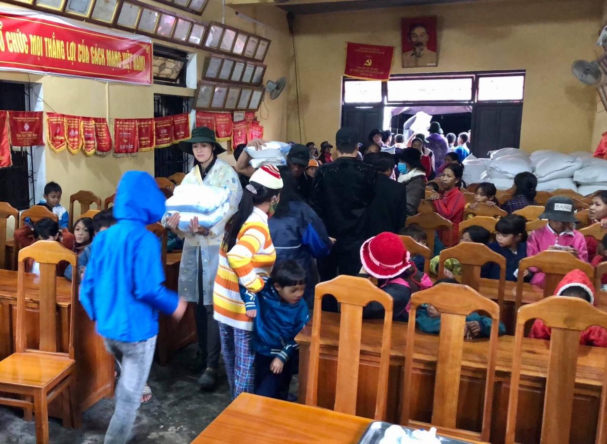 Tại xã Hương An, huyện Hương Trà đoàn trao 100 phần quà gồm nhu yếu phẩm cần thiết và tiền mặt. Tại xã Quảng An, huyện Quảng Điền, đoàn trao 500 phần quà tiền mặt cho người dân. Tổng số tiền đoàn trích ra từ quỹ kêu gọi là 200 triệu đồng.
