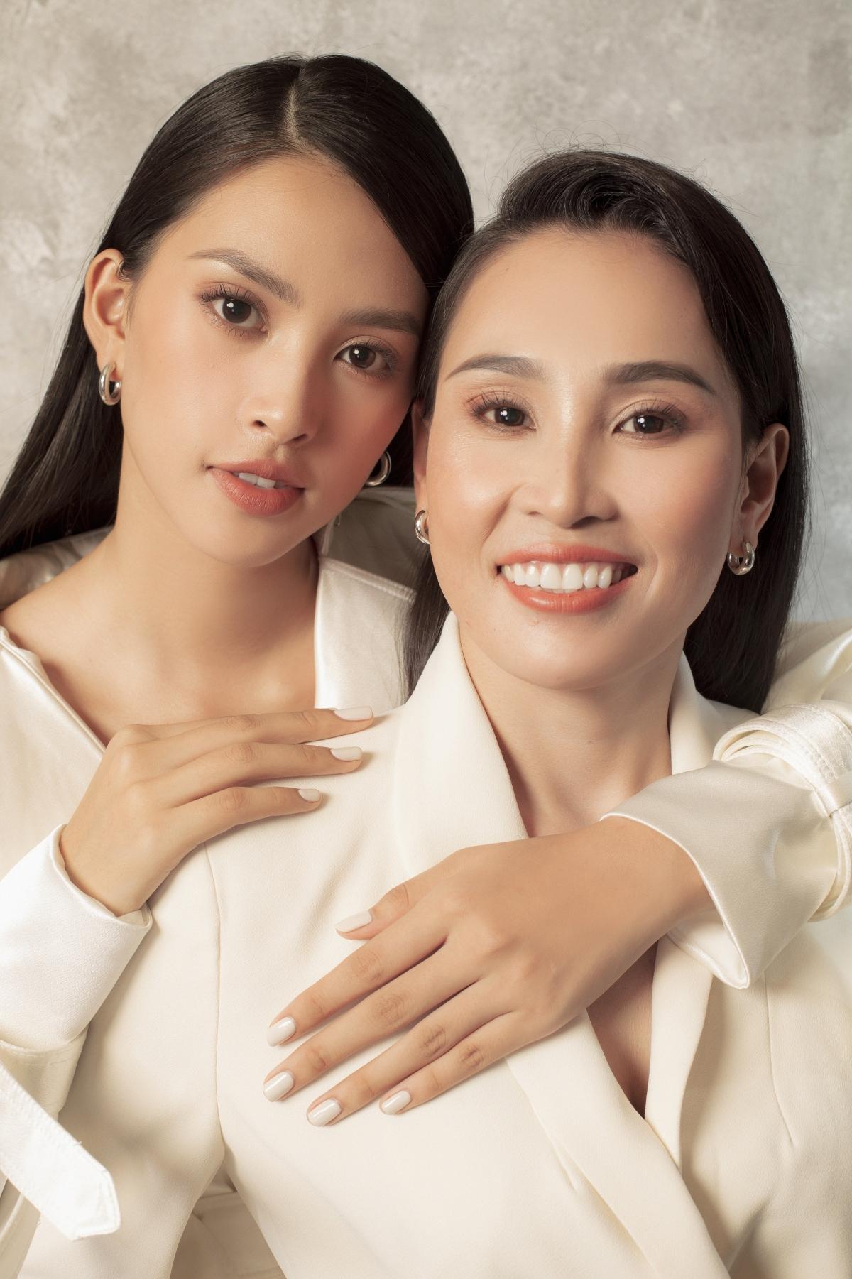 Được biết nàng hậu thực hiện bộ ảnh cùng mẹ nhân ngày Phụ nữ Việt Nam 20/10.