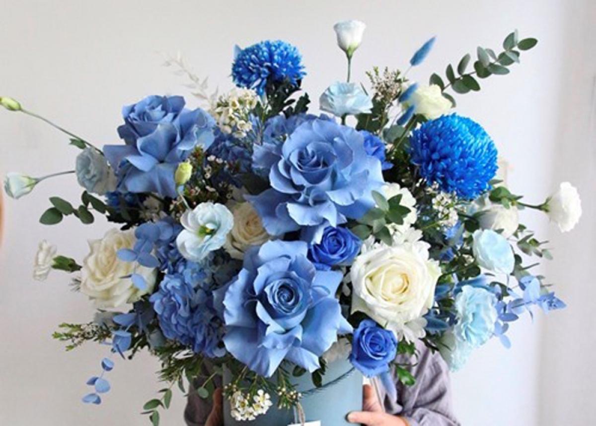 lẵng hoa có giá tiền triệu được khách hàng đặt mua tặng dịp 20/10 năm nay. (Ảnh: Infonet)