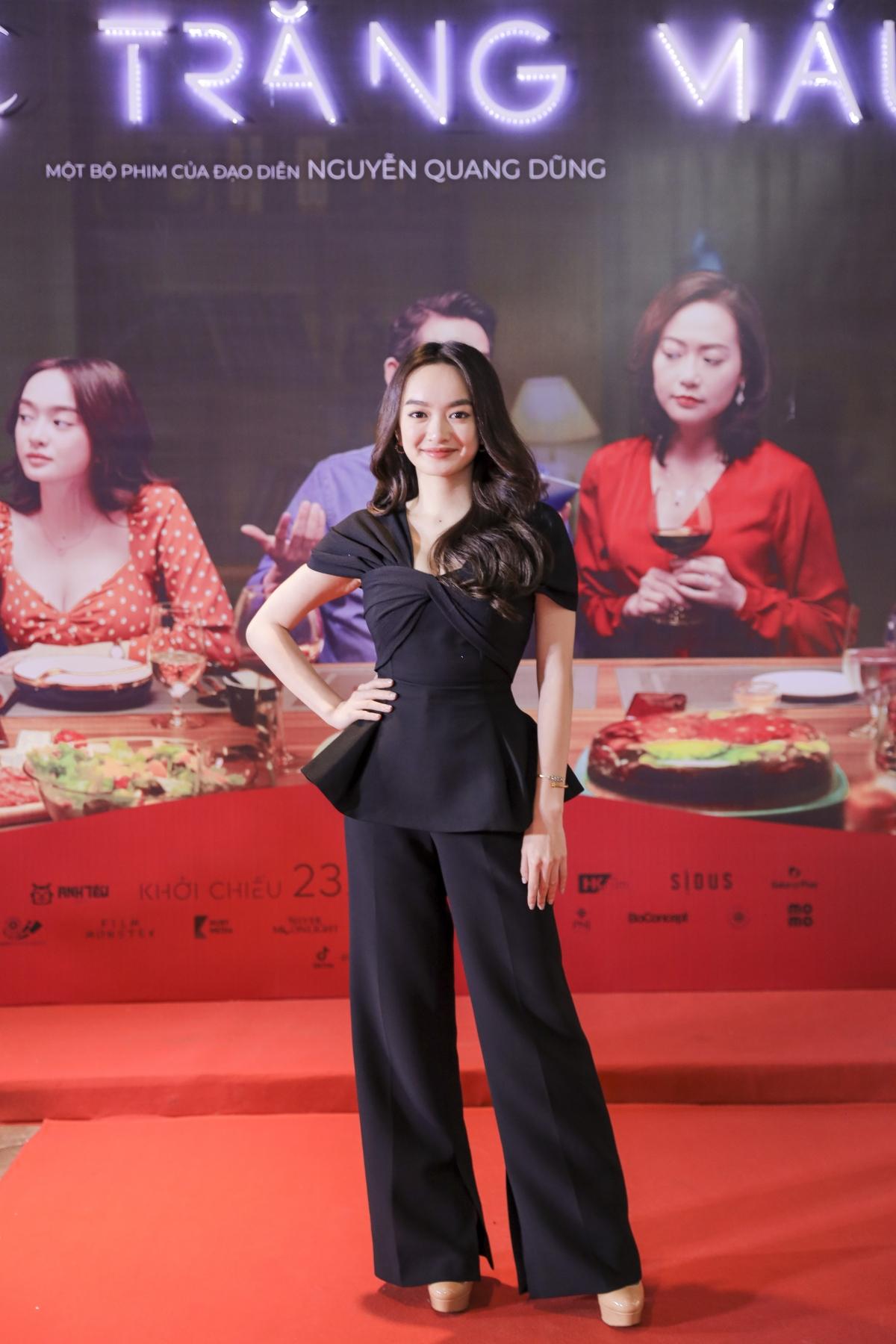"""Kaity Nguyễn rạng rỡ trong buổi công chiếu """"Tiệc trăng máu"""" tại Hà Nội."""