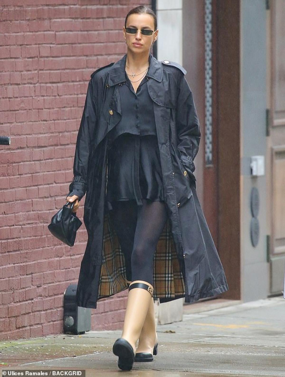 Irina Shayk thu hút mọi ánh nhìn khi xuất hiện trên đường phố New York ngày 28/10.