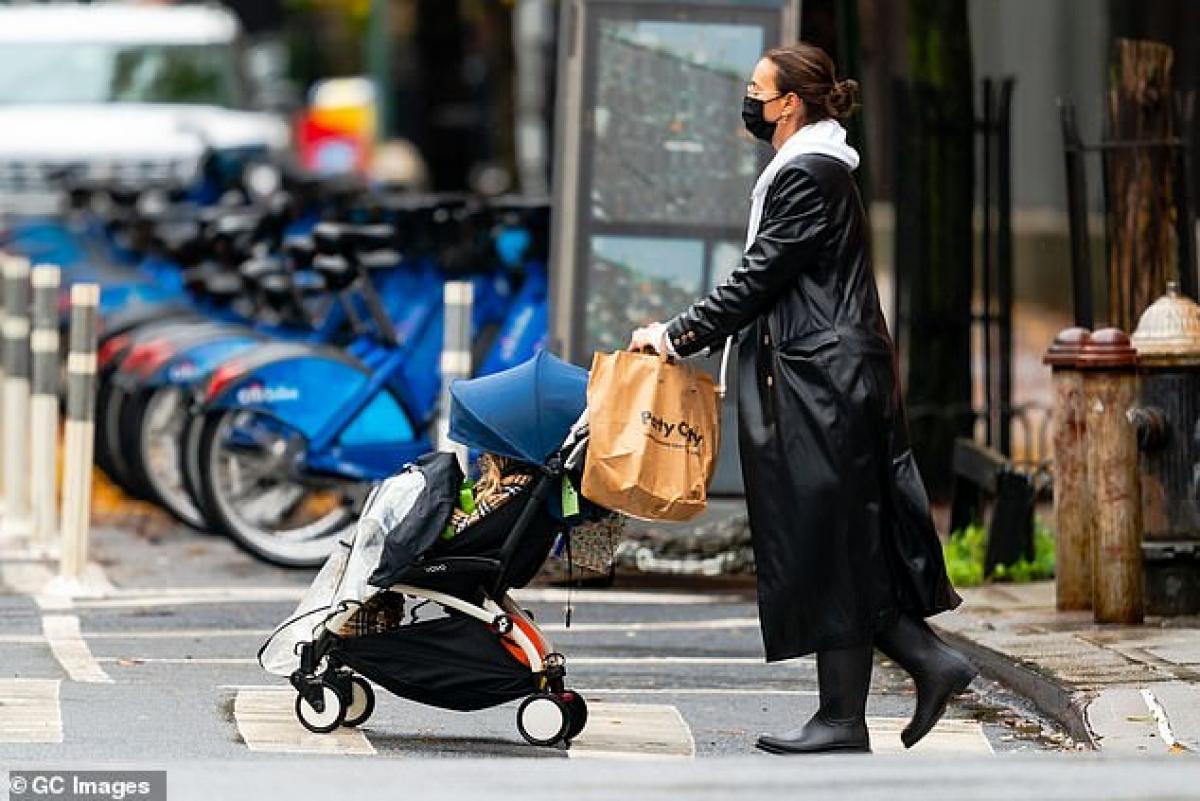 Trong thời gian qua, Irina Shayk và tình cũ Bradley Cooper liên tục gặp mặt vì con gái chung của hai người.