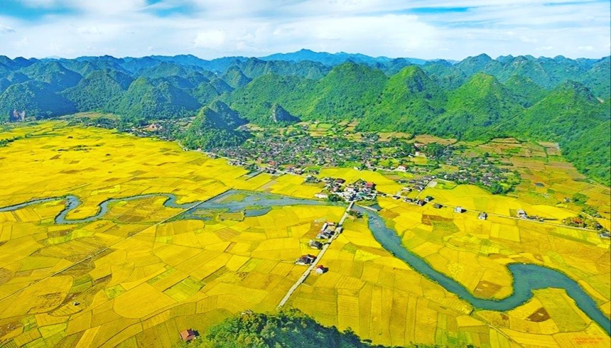 Khung cảnh ngoạn mục của thung lũng Bắc Sơn nhìn từ trên cao.