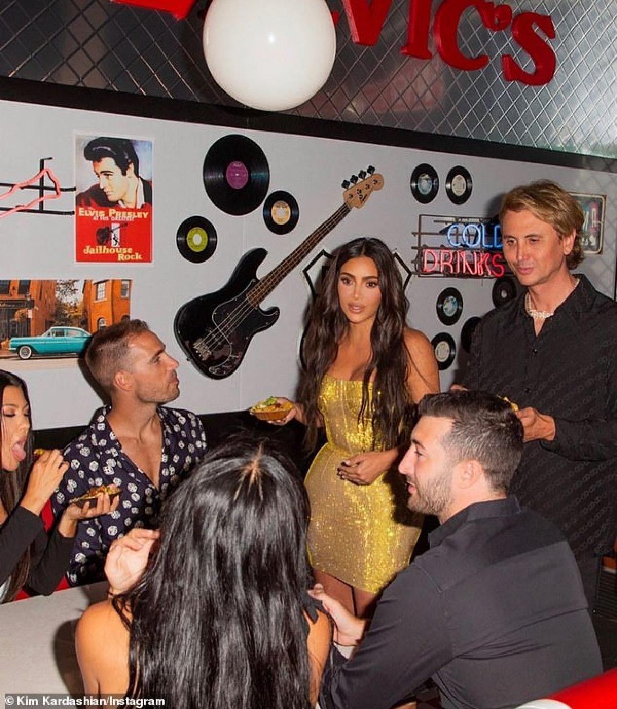 """Mới đây, Kim Kardashian được tạp chí Forbes vinh danh là sao nữ giàu thứ hai nước Mỹ với khối tài sản ròng khoảng 780 triệu đô, chỉ sau """"nữ hoàng truyền hình"""" Oprah Winfrey."""