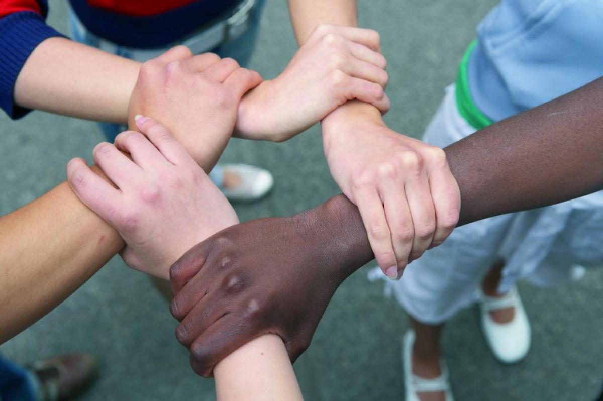 Lòng nhân ái giúp chúng ta kết nối chặt chẽ với nhau (Ảnh minh họa internet)