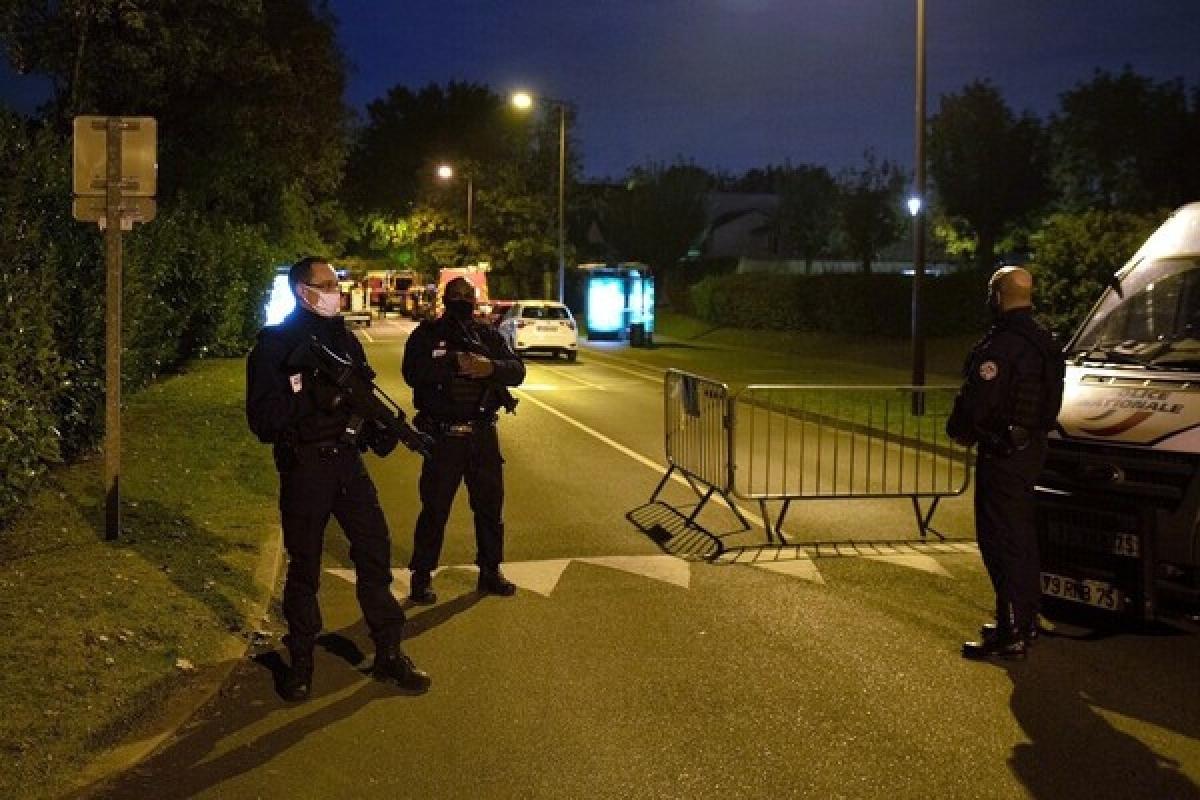 Cảnh sát Pháp tại hiện trường vụ án. Ảnh: Le Monde