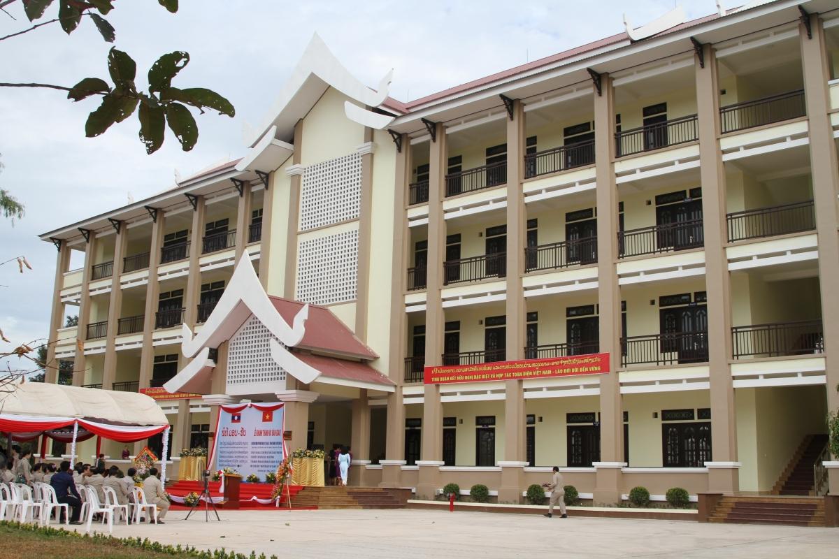 Trường PTTH Xỉ-tha-na-xay- quà tặng của Tổng Bí thư, Chủ tịch nước Nguyễn Phú Trọng cho tỉnh Bolikhamxay