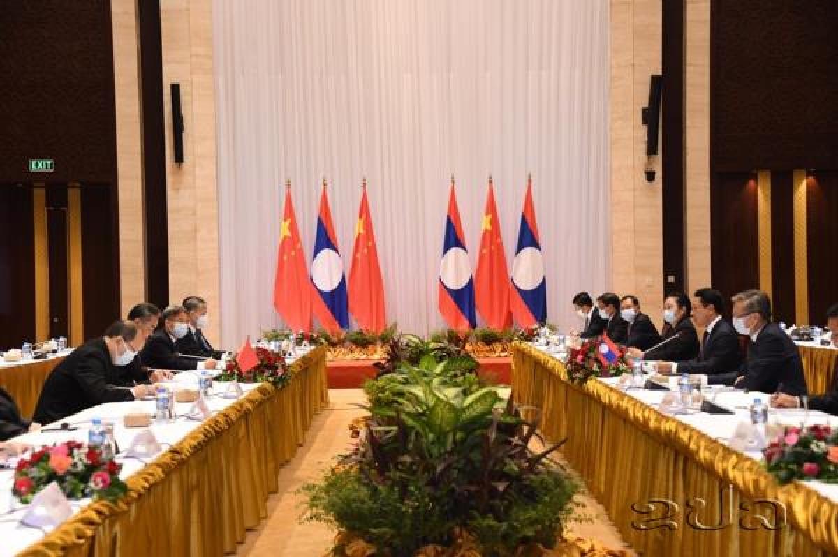 Quang cảnh hội đàm giữa Bộ trưởng Ngoại giao hai nước Lào - Trung. Ảnh KPL